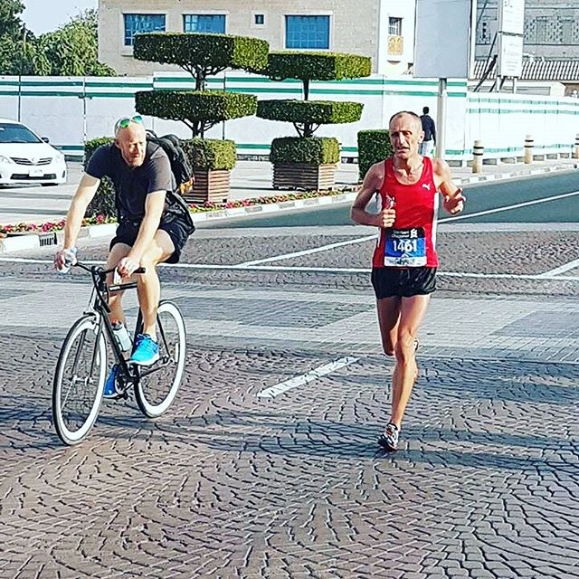 Supporting our runners in the Dubai Marathon 2017. A bicycle carrying water, GU and all manner of motivational gibberish helping Grant Beerling to big PB. #neverstoprunning #dubaimarathon #dubaimarathon2017 #dubairunners