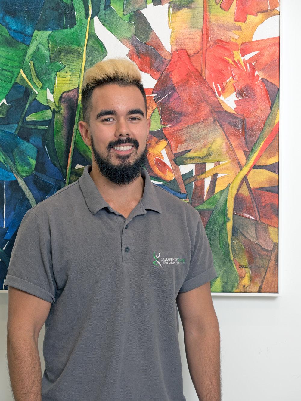 Jean-Félix Boucher  Kinésiologue   Jean-Félix  est kinésiologue diplômé de l'Université de Montréal et membre de la Fédération des Kinésiologues du Québec depuis 2016.  Il détient un baccalauréat et une maîtrise en kinésiologie. Il cumule plus de 8 ans d'expérience en entraînement et en activité physique.
