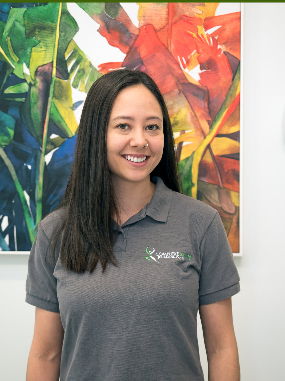 Christine Tsuyuki  Thérapeute du sport / Massothérapeute   Christine  est thérapeute du sport diplômée de l'Université Concordia avec un baccalauréat en sciences, spécialisation en sciences de l'exercice: thérapie athlétique depuis 2014. Plus tard cette année, elle est devenue une thérapeute athlétique certifiée CAT (C).  Elle fait également sa certification de Massage Suédois Kinétique chez Kiné-Concept pour devenir massothérapeute.  Elle a travaillé comme superviseur clinique et assistante thérapeute pour l'équipe de football et de hockey de McGill. Elle a également de l'expérience en tant qu'entraîneur personnel et a été impliquée dans le sport dès son plus jeune âge.