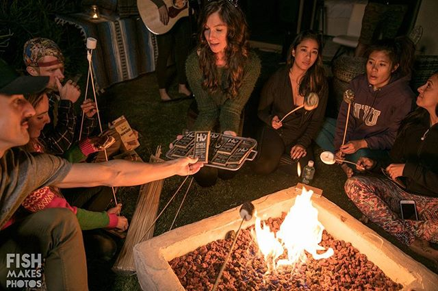 Does it get any better than fireside s'mores with friends? 🔥👫Thanks @hukitchen for hooking it up with the best chocolate ever! 🍫 ❤️ #winterfeels photo: @fishmakesphotos