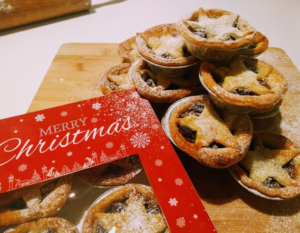mince pies in box_small.jpg
