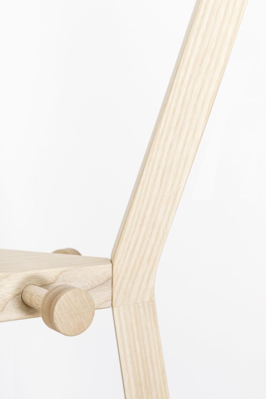 Garderobenständer-Eiche-Esche-Massivholz-werktag-Design_Möbel-13.jpg