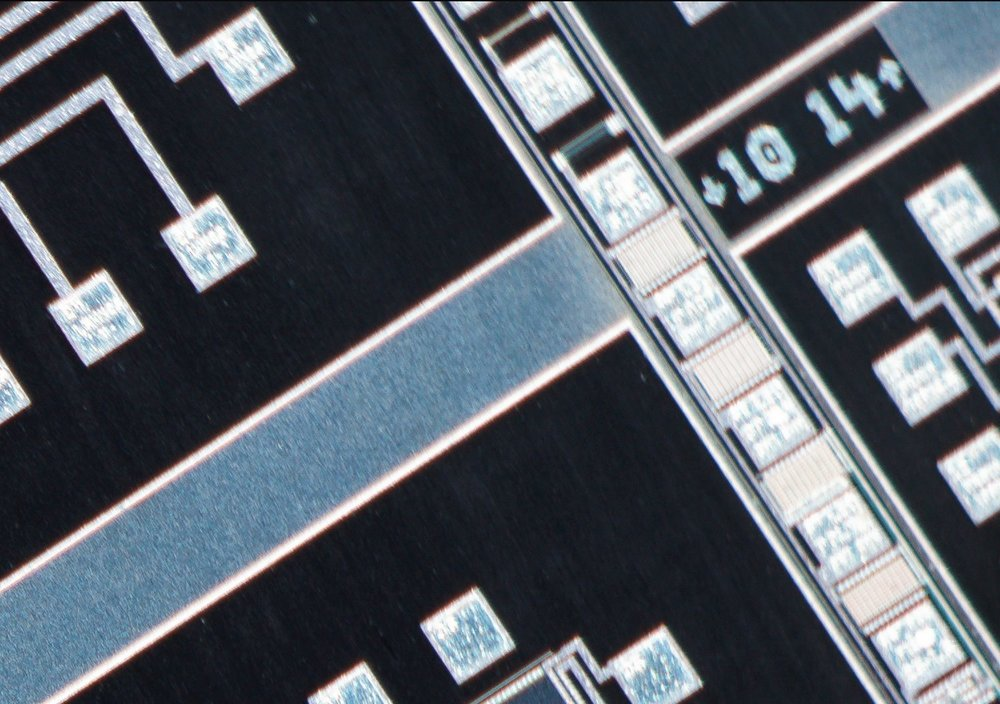 Nikon CFI Plan Apo 4X/0.20 ∞/- Microscope Objective 100% actual pixel view corner crop. Clicking on an image will open a larger version.