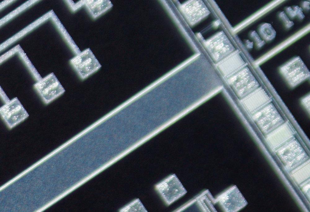 SK 28mm f/2 Xenon 100% corner crop at f/2