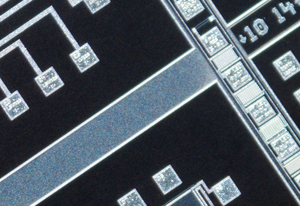 SK 28mm f/2 Xenon 100% corner crop at f/4