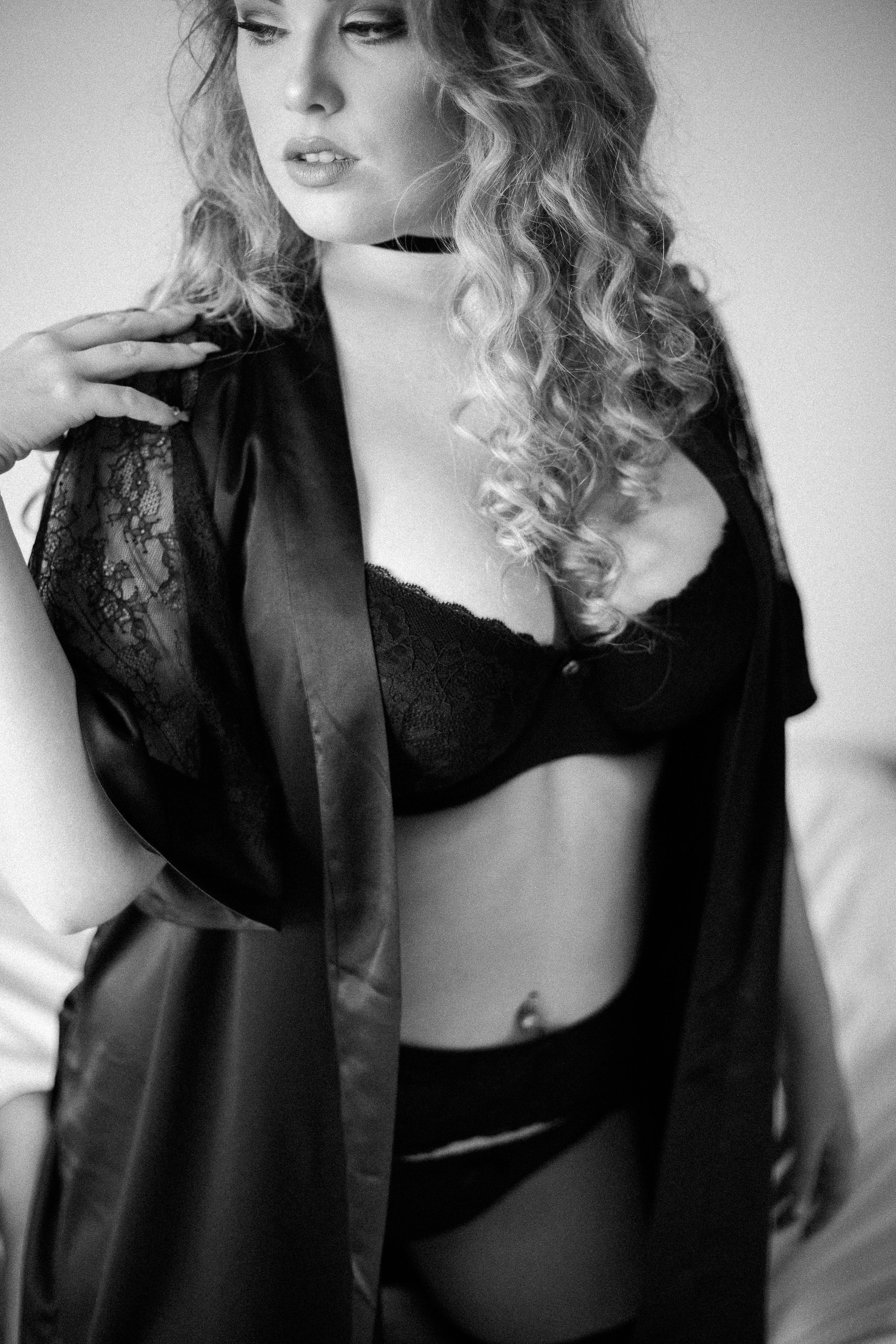 Black and white boudoir by Alicia Yarrish