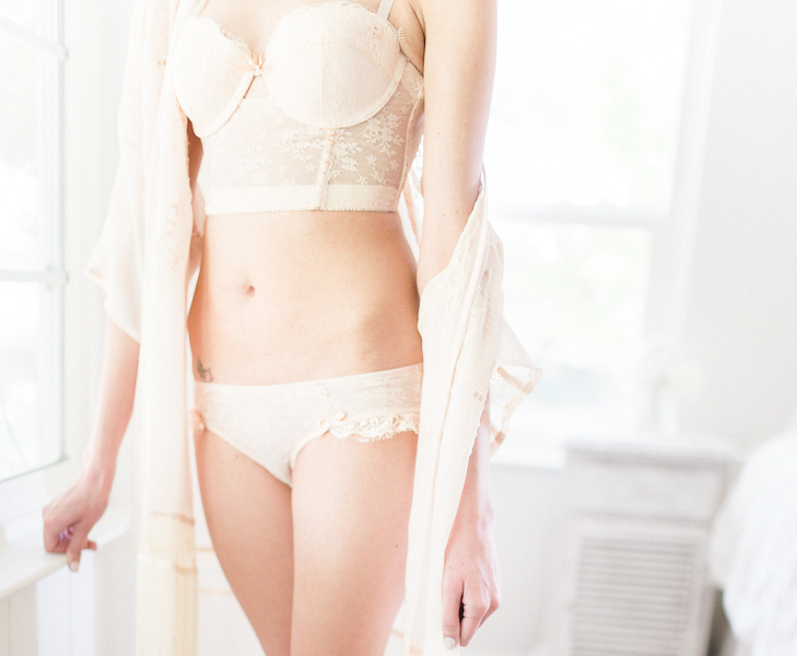 Gorgeous fine art organic boudoir by Daphne Mae Photography // Featured on Boudoir Collective www.boudoircollective.com