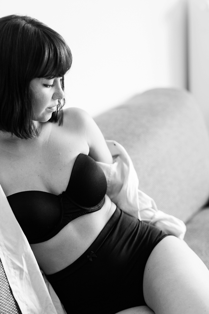 Homestory #boudoir by #IsabelSacherPhotography // Featured on #BoudoirCollective