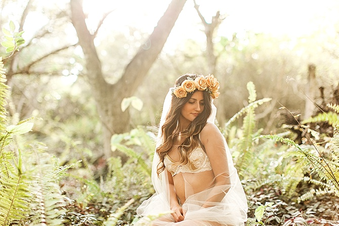 Bridal Boudoir by #FindingLightPhotography // Featured on #BoudoirCollective