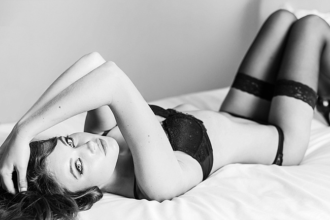 Modern Boudoir by #AvenueOnePhotography // Featured on #BoudoirCollective