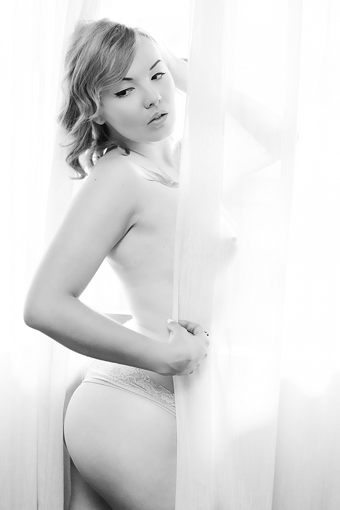 Innocence in Boudoir by #SimplyStellarPhotography // Featured on #BoudoirCollective