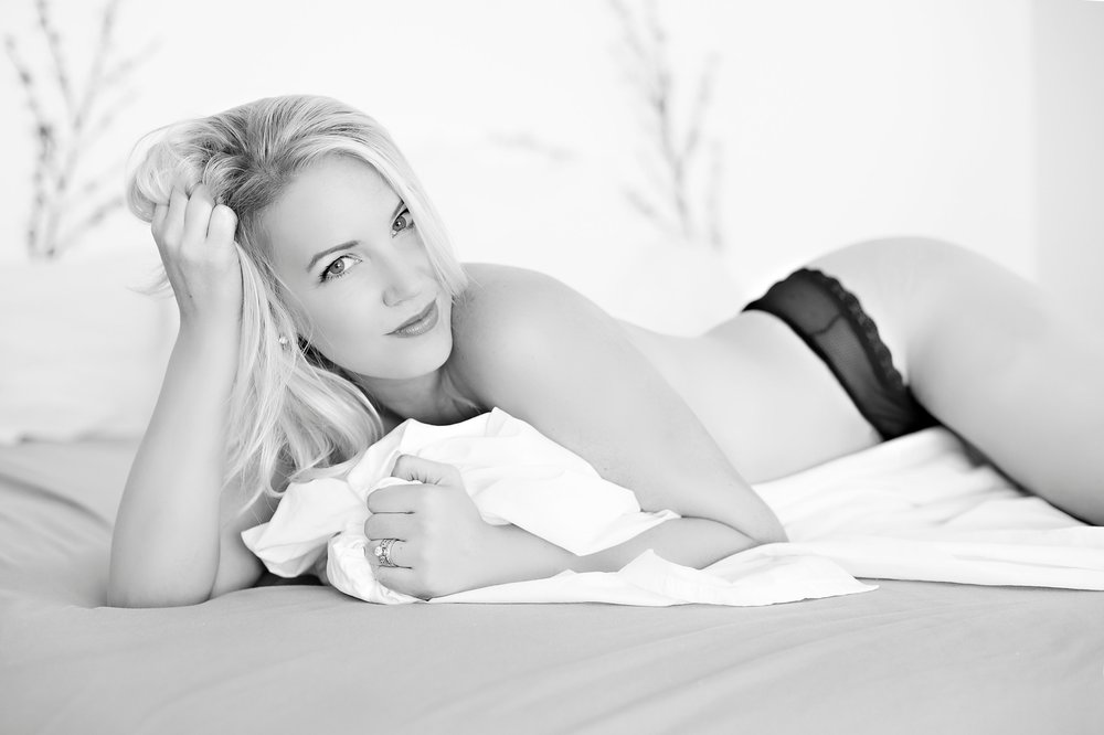 Boudoir-Collective-Fine-Art-Boudoir-Blog-and-Magazine-De-La-Vie-Botanical-Boudoir-3.jpg