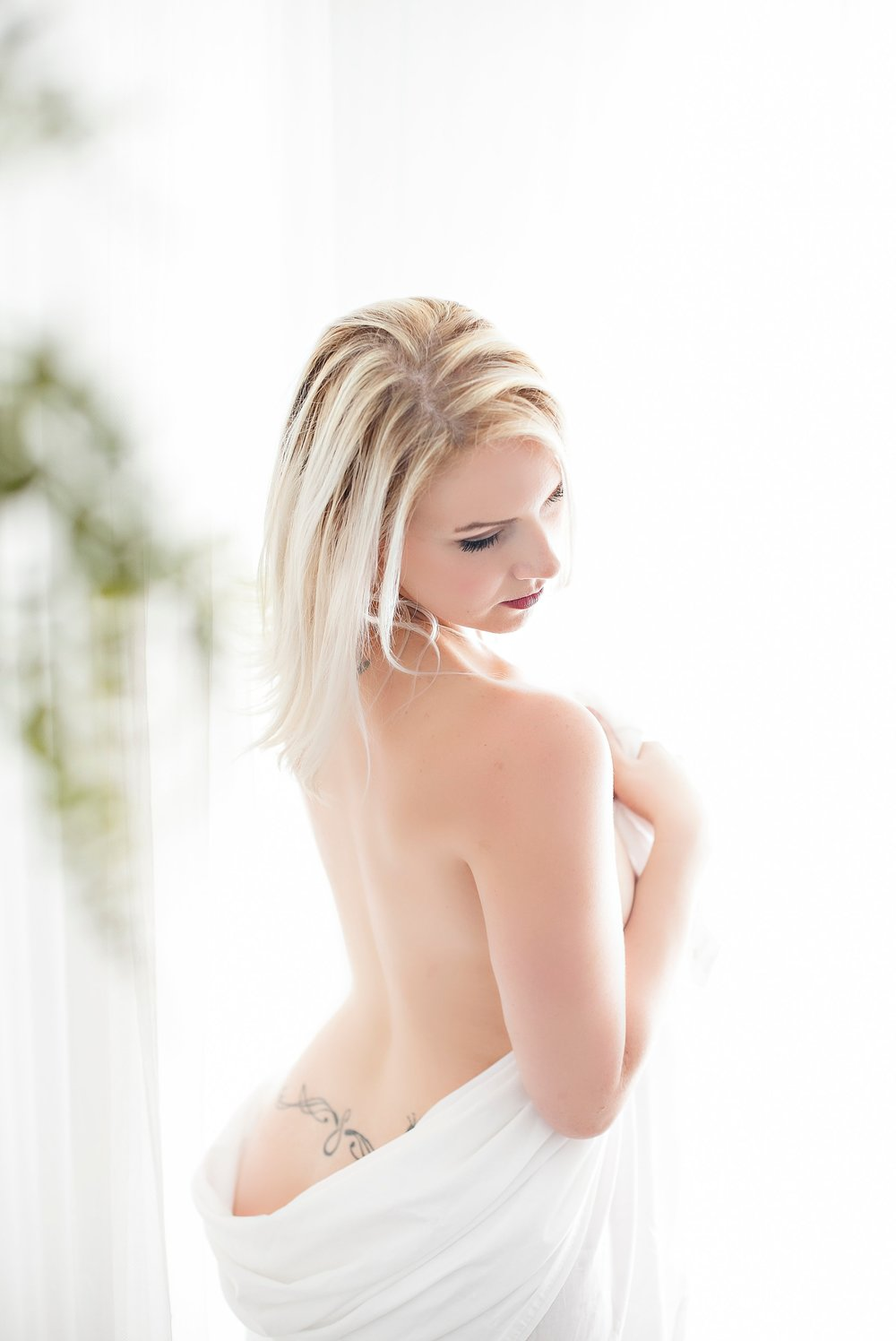 Boudoir-Collective-Fine-Art-Boudoir-Blog-and-Magazine-De-La-Vie-Botanical-Boudoir-6.jpg