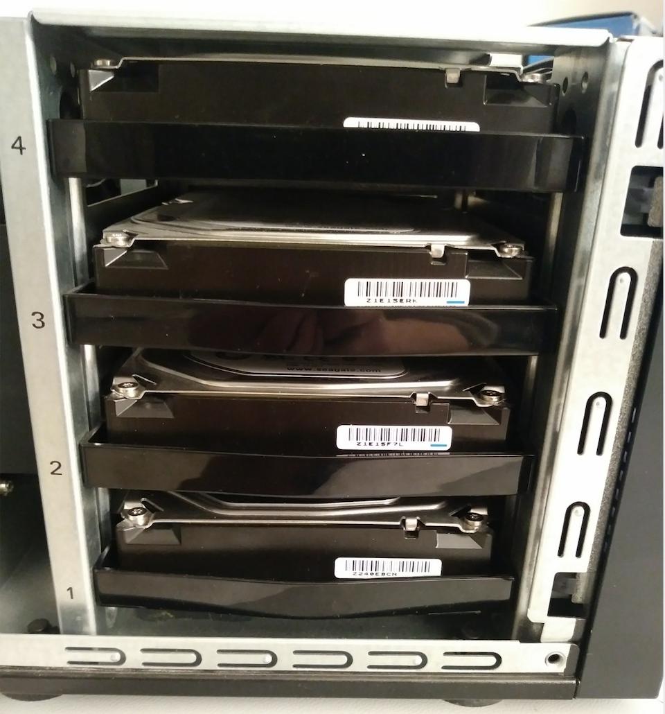 EMC2 4 HDD RAID 5 NAS .png