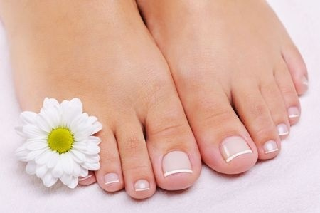6643030_S_Pedicure_Flower_Nail_Polish_Feet.jpg