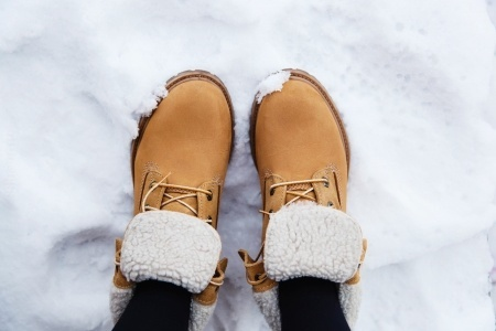 25335482_S_Feet_Snow_shoes_Winter.jpg