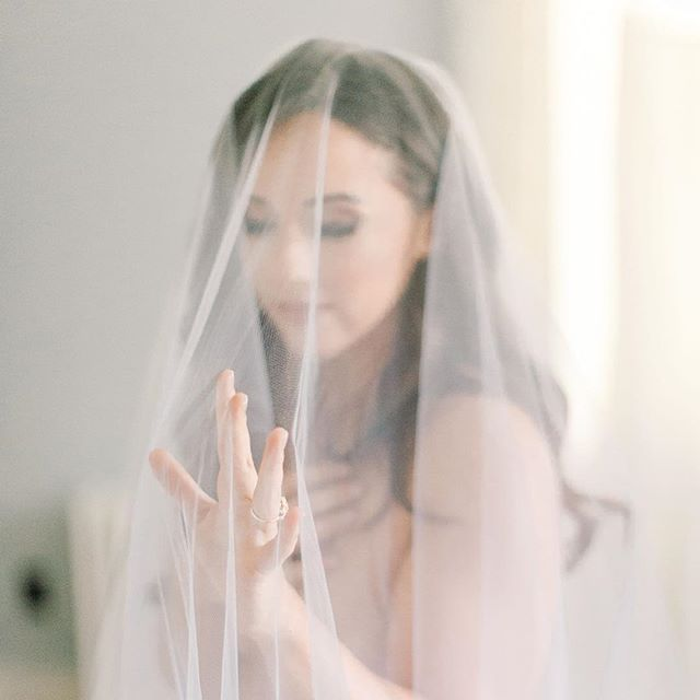 The morning of my wedding I did a soft feminine boudoir shoot... and was surprised with the pics yesterday for Valentine's Day! It was the best gift to myself and from my amazing photographer. Thank you to the incredible team who made me feel this beautiful in my own skin ✨ (Photo @richellehunter) (Veil @pearlbridalhouse_toronto ) (Makeup @dawnabootmakeup ) (Hair @ladylyngool )