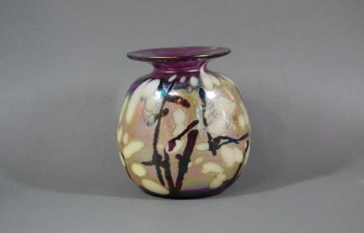 Grape vase with white frit and black cane - defumed.
