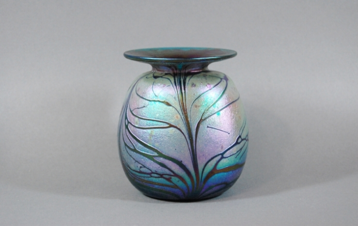 Green *215* vase with butterfly veining.