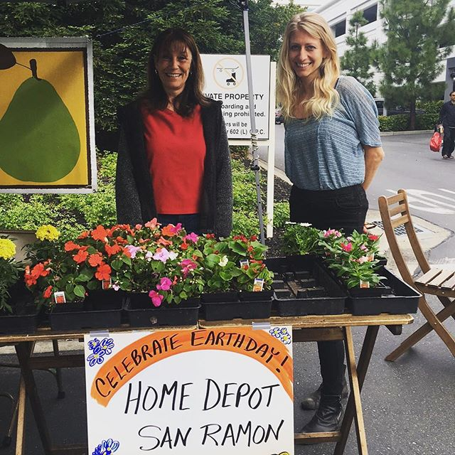 A big thank you to Beth and @homedepot - San Ramon for their donation of beautiful plants, to celebrate #earthday.  Come by for your free plant! #sanramon #farmersmarket #bishopranch #buylocal