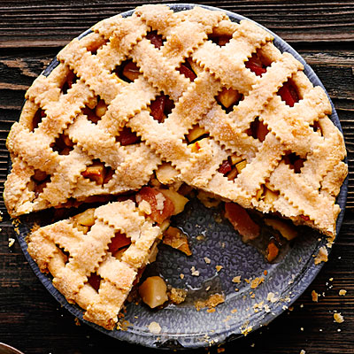 Beautiful crinkled cut lattice top pie makes you reminisce about long summer days at grandmas! This recipe combines the classic apple with the sour quince fruit (this enhances the apple flavor).