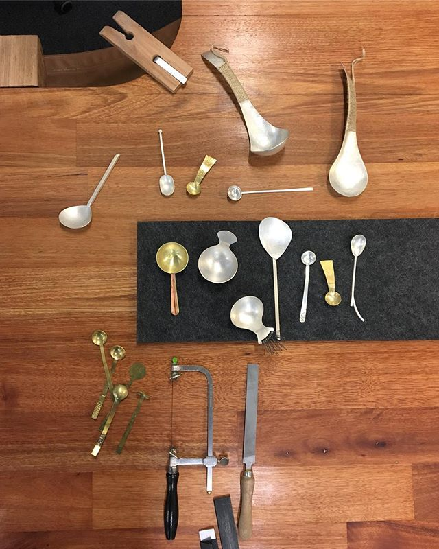 A few spoons to inspire new creations in today's Spoon Making Workshop. Such a wonderful group, each making such individual and unique spoons! 👏🏻