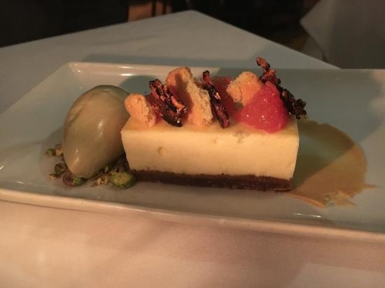 Cheesecake with pistachio ice cream