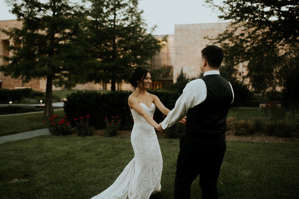 Whimsical Joslyn Art Museum Wedding by Trin Jensen - Omaha Nebraska Wedding Photographer_0028.jpg