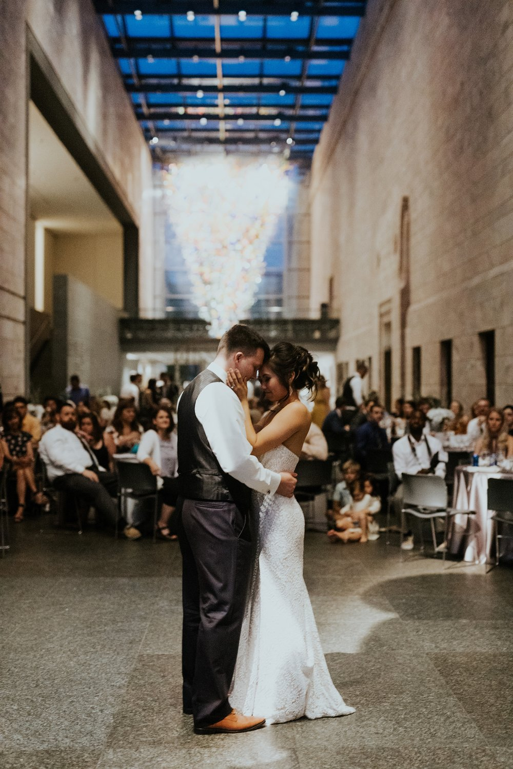 Whimsical Joslyn Art Museum Wedding by Trin Jensen - Omaha Nebraska Wedding Photographer_0040.jpg
