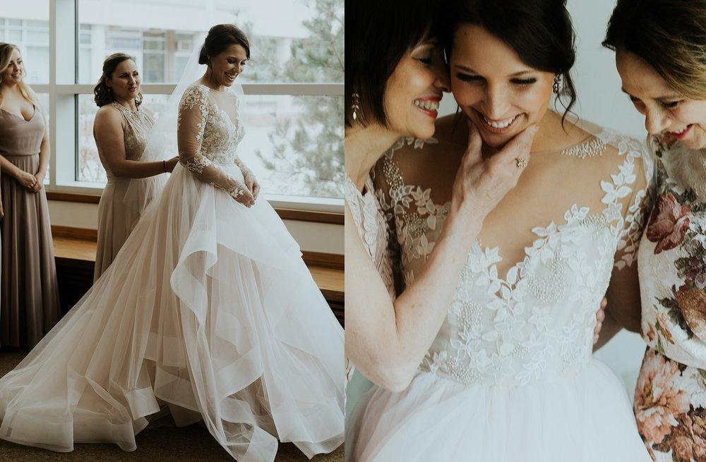 Romantic Lauritzen Gardens Omaha Wedding  - Trin Jensen Photography_0007.jpg