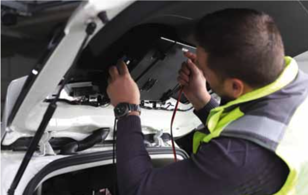 Boxes were mounted into the rear and side windows of each measurement car supporting the smartphones used for the drivetests.