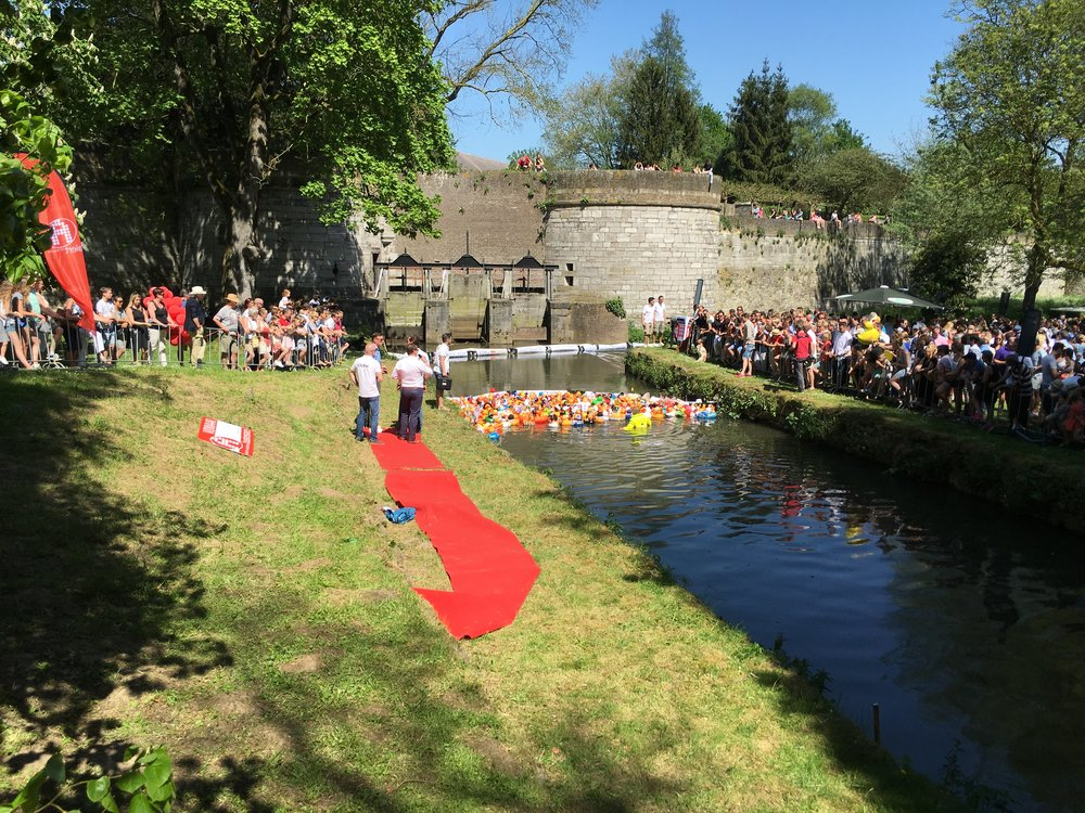 START VAN DE DUCKRACE