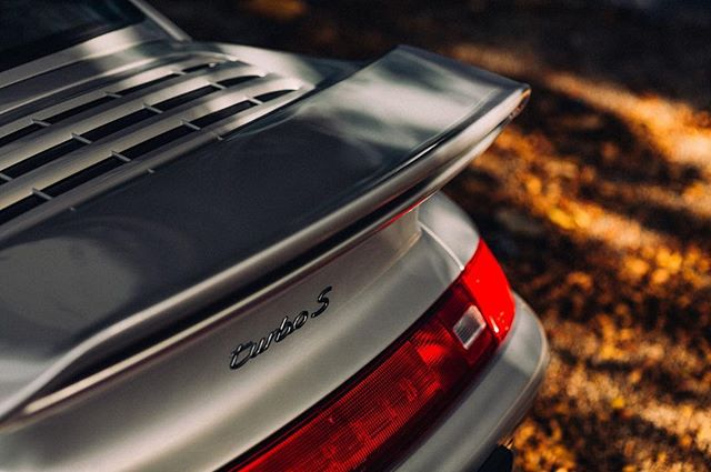 As the last iteration of the aircooled 911, refinement over time is what the 993 represents (1995-1998). Loveable yet livable, it's a contemporary classic that blends performance and old-school charm without sacrificing modern conveniences; good A/C is important when sharing your hobby with a significant other in Miami. Follow link in bio to #readmore #citygazettes #parkhaus1 #turbotuesday