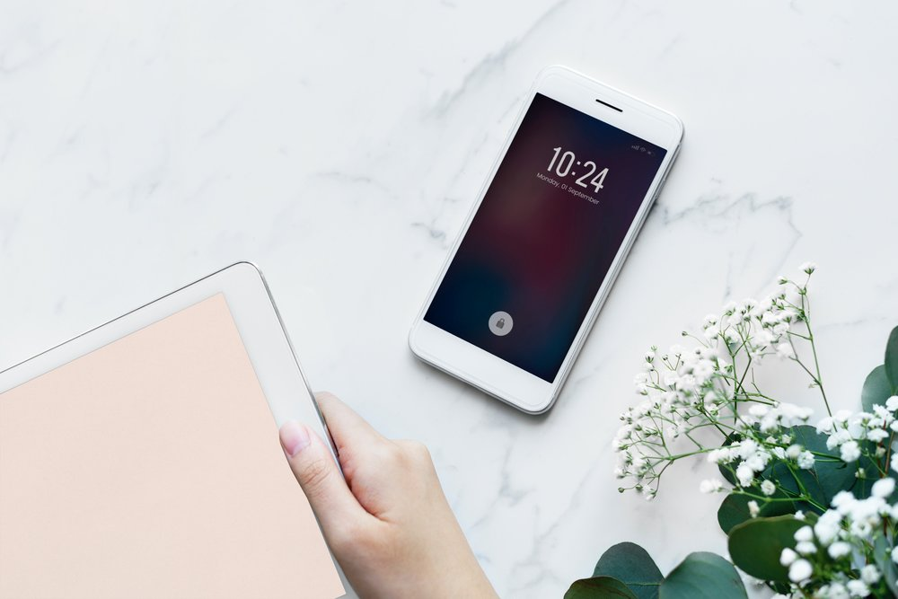 devices-electronics-flatlay-884447.jpg