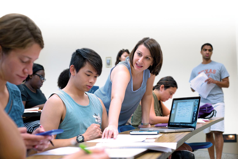 Faculty member Kristin Harvey works with students in teams. Credit: Vivian Abagiu.