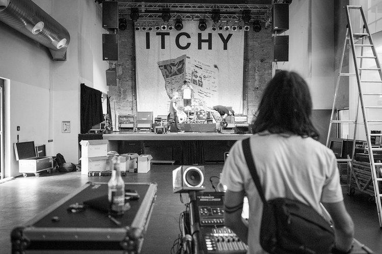 Mini Kühlschrank Rockstar : Itchy sankt peter frankfurt 03.05.2018 u2014 rockstar photographer s