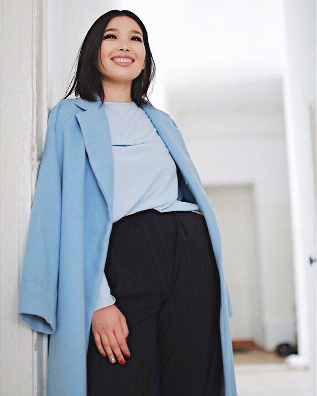Пусть ваш день проходит с улыбкой ✨ На Аиде: пальто ( one size, 50000тнг), топ(15000тнг), объёмные брюки в полоску( 35000тнг)  Вы можете заказать доставку и примерку на дом📦❤ ___________________________ Больше фото пальто: #covesna01 Больше фото топа: #topvesna02  Больше фото модели брюк: #ptvesna002