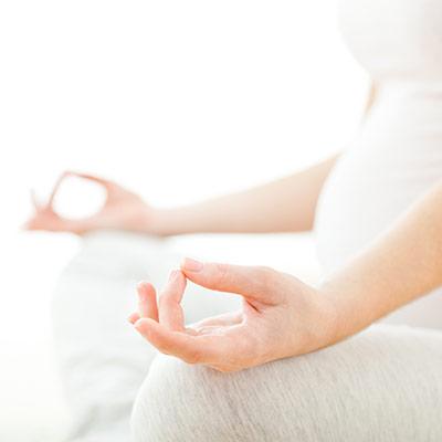 Meditating-Pregnant-Mother-Fotolia_80117617_L.jpg