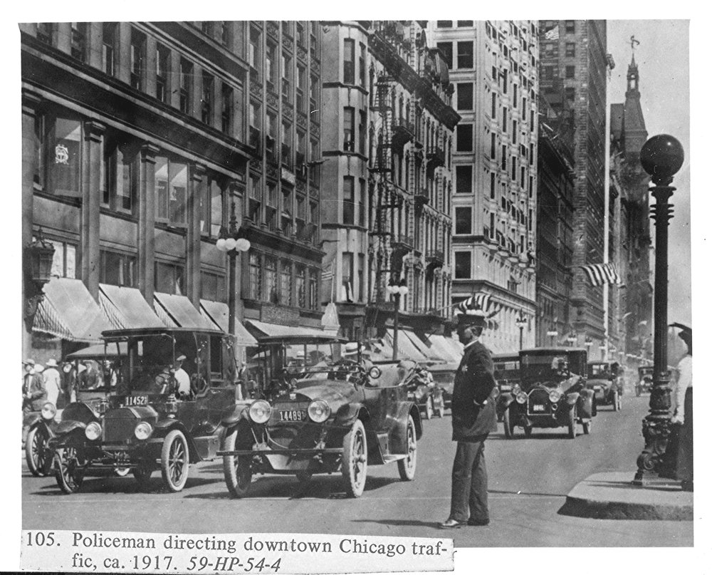 2-A   Policeman_directing_downtown_Chicago_traffic,_ca__1917_-_NARA_-_518065.jpg