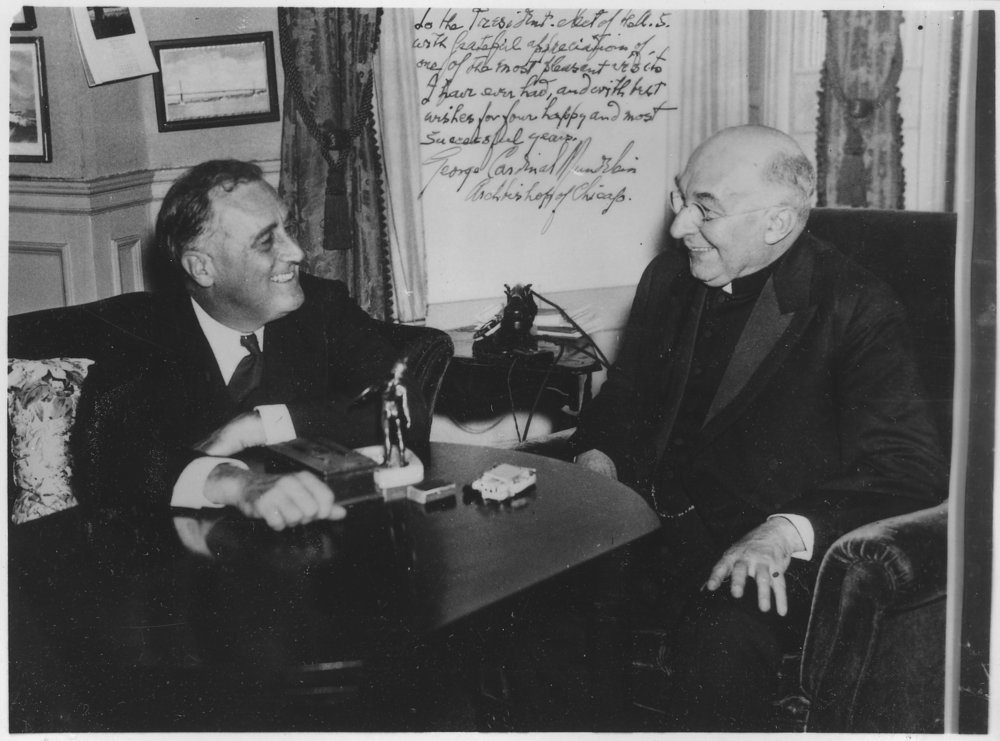 3-A   Franklin_D__Roosevelt_and_Cardinal_Mundelein_in_Albany,_New_York_-_NARA_-_196896.jpg