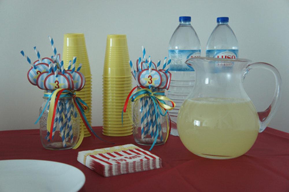 circus birthday and lemonade.JPG