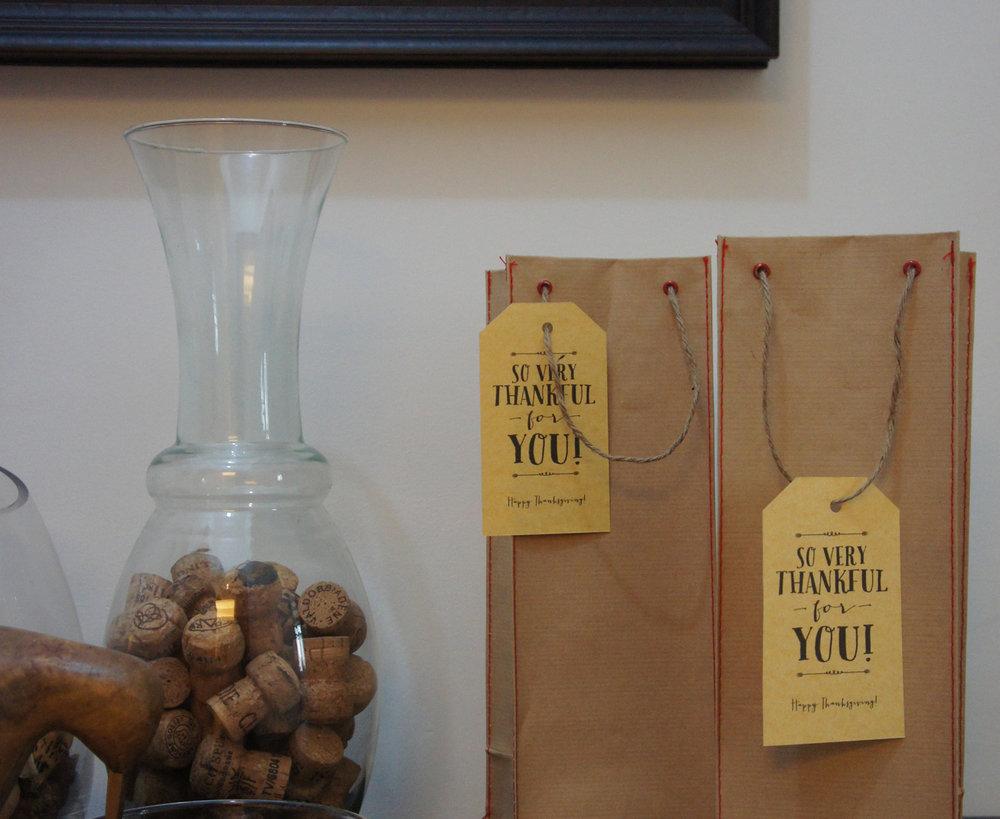thanksgiving dinner gift bags.JPG