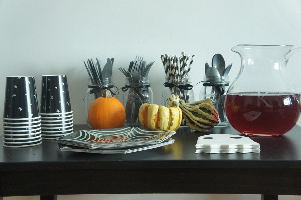 halloween dinnerware.JPG