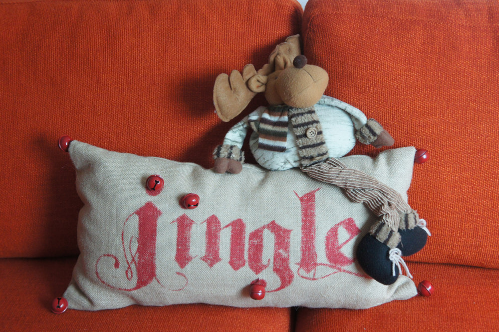 jingle pillow and reindeer.JPG