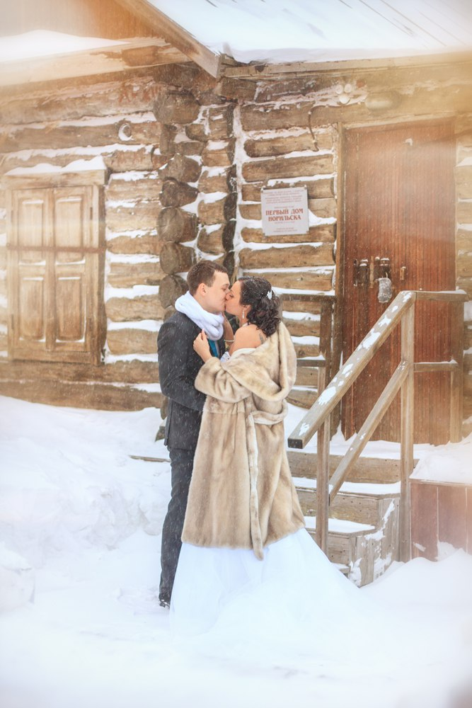 Norilsk - Young russian couple in love on the snow