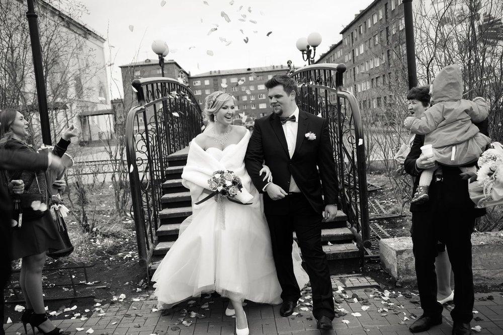 Norilsk live - Nice couple in love cross a bridge