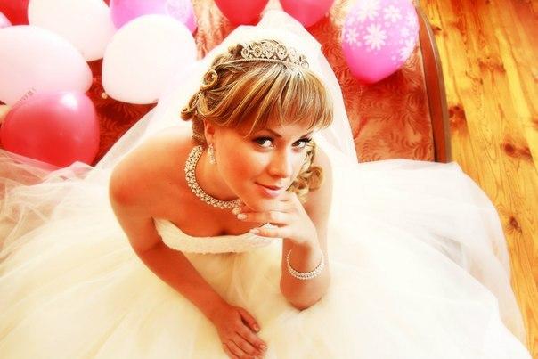 Norilsk Siberia - Beautiful Russian bride on the snow