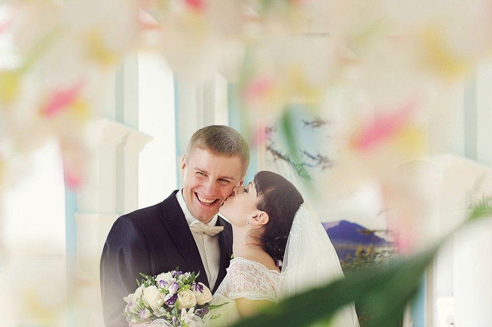 Norilsk people - Russian bride kisses her groom