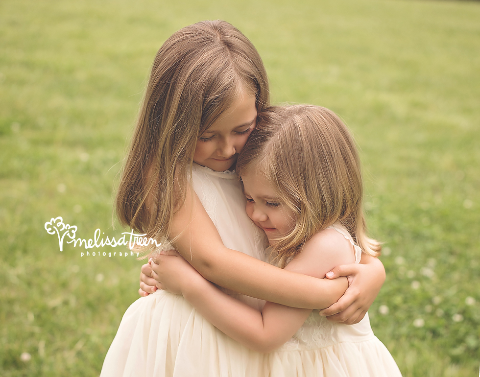 sibling-poses-greensboro-child-photographer-family-photos-chapelhill.jpg