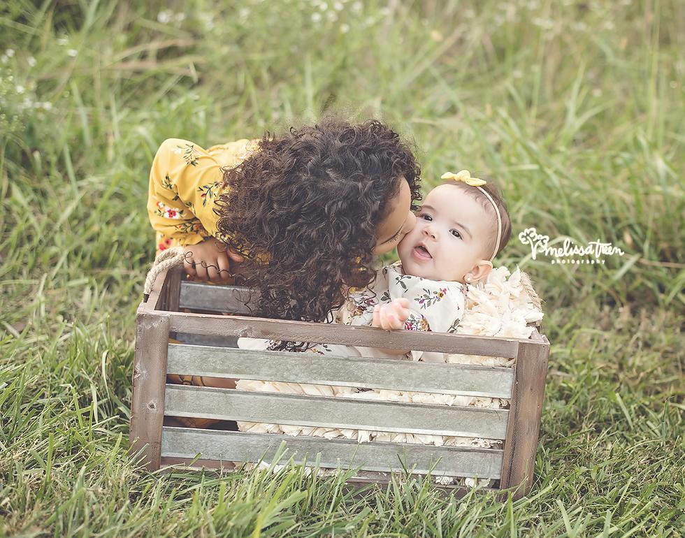 sister-poses-greensboro-family-photographer-winston salem.jpg